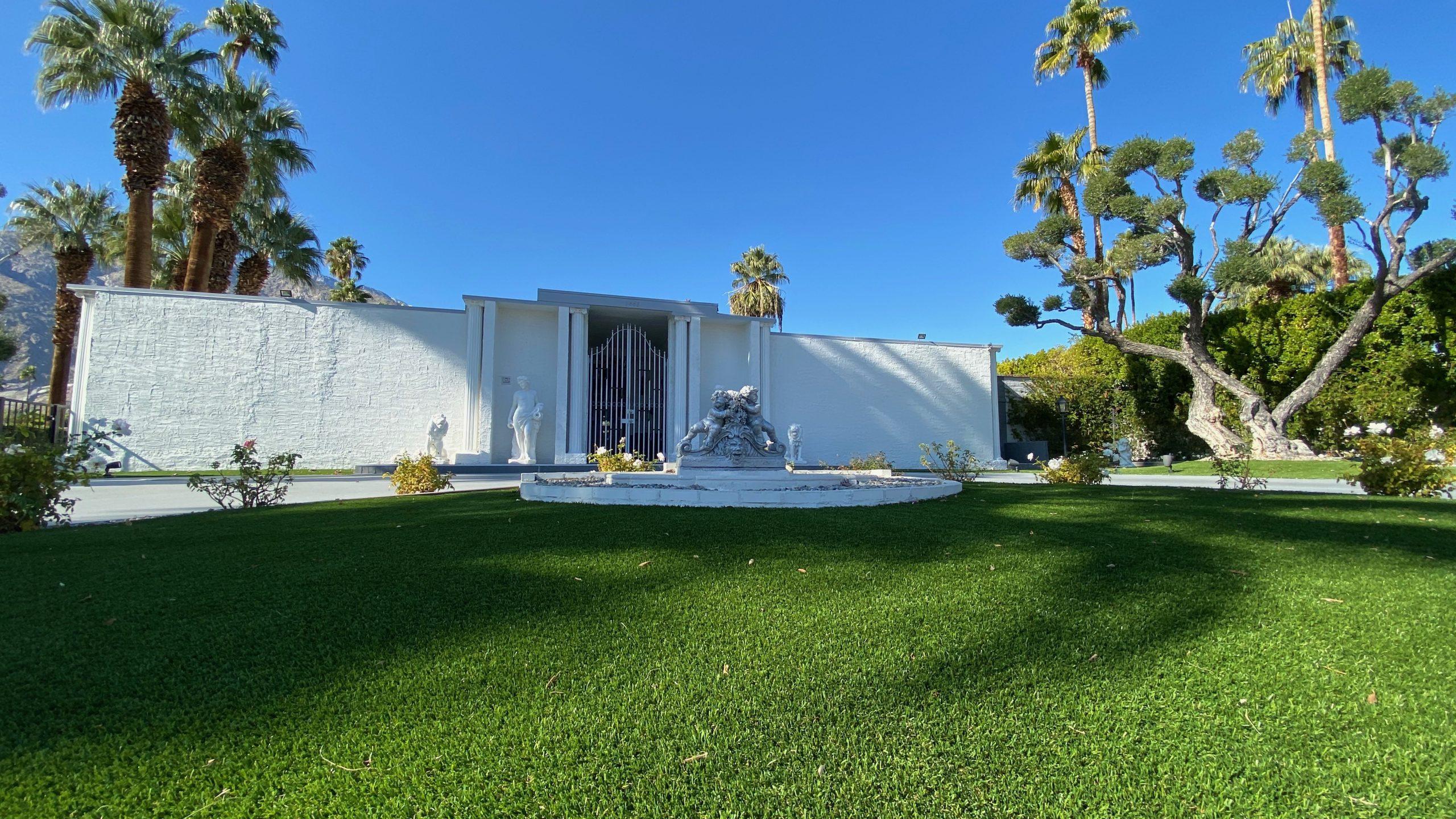 Liberace lawn